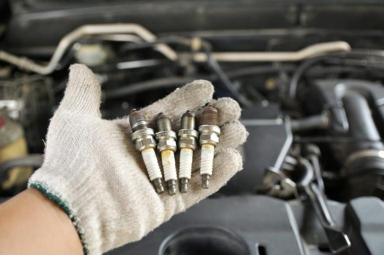 A importância da manutenção periódica da vela de ignição da moto