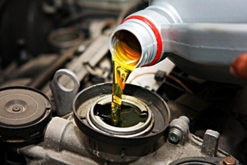 troca de óleo por sucção.