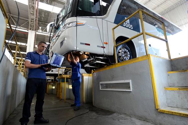manutenção de ônibus
