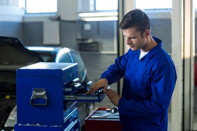 Reparação automotiva: quais itens não podem faltar no kit do mecânico?