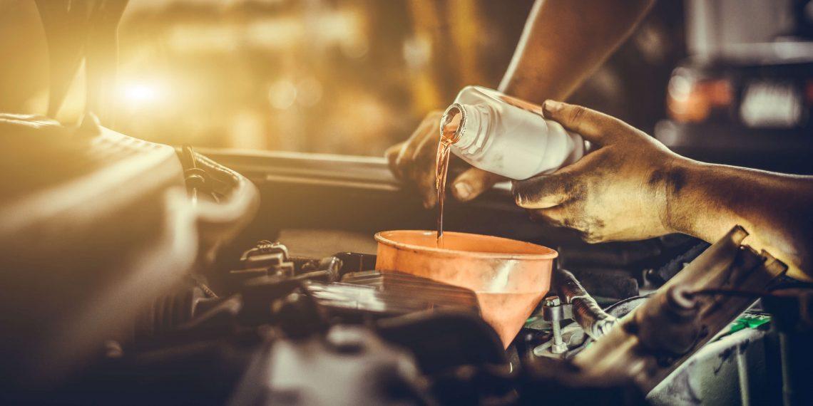 Óleo sintético ou mineral: qual a diferença e os impactos no motor?